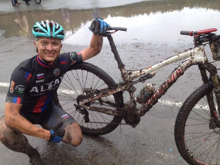 С велогонки в Бердске барнаульцы приехали грязные, но с медалями