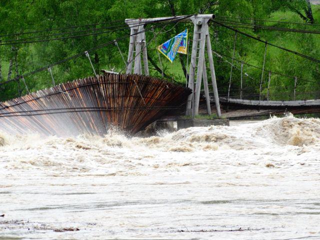 10 самых жутких фотографий наводнения 2014 года на Алтае