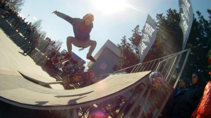 День скейтбординга барнаульские экстремалы отметят сегодня на проспекте Ленина