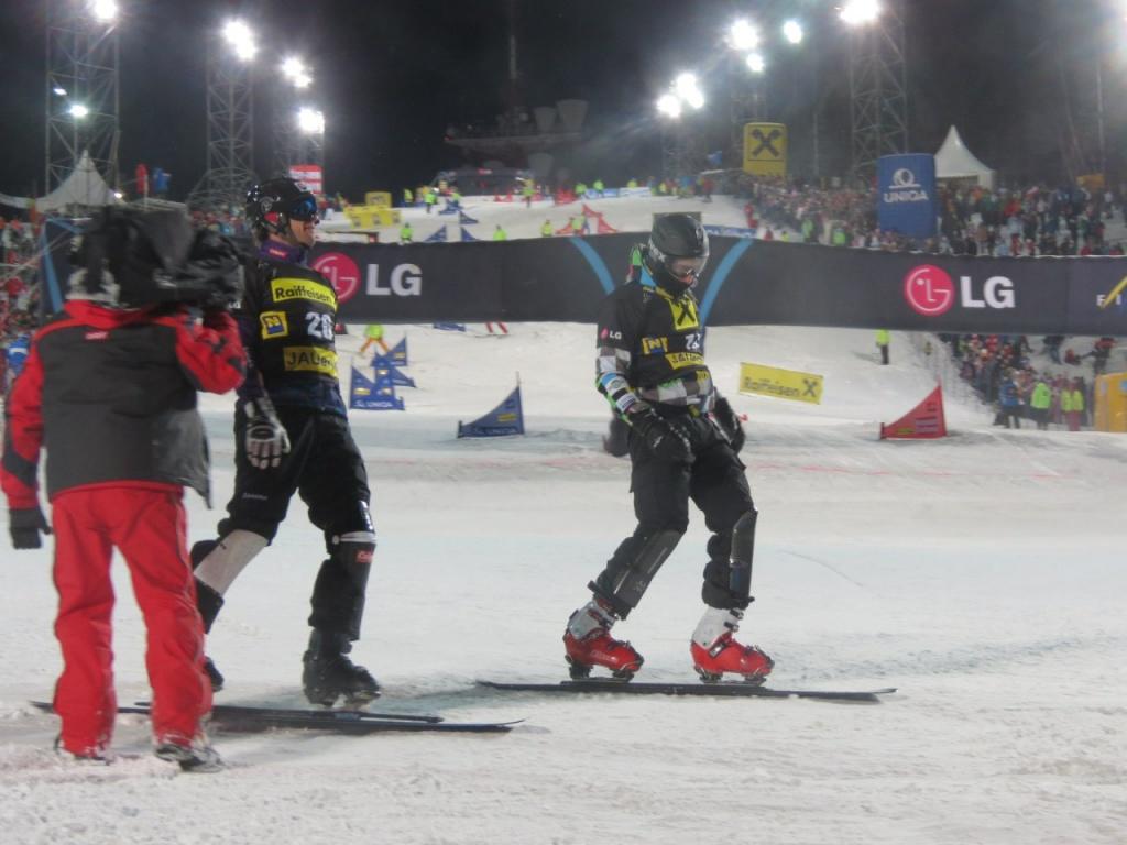 Два алтайских сноубордиста отличились результатами на статусных соревнованиях