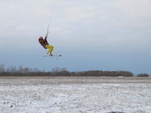 Барнаульские кайтеры тоже страдают от нехватки снега