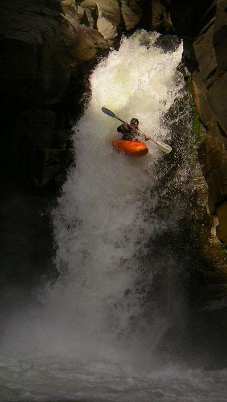 Прыжок с водопада Куркуре
