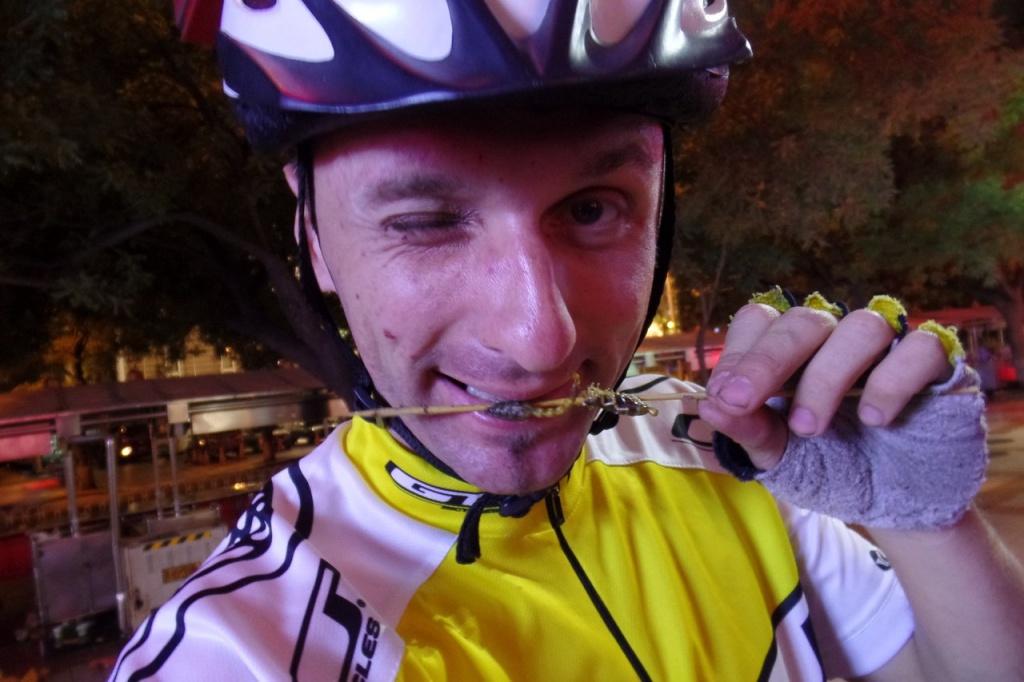 Барнаульский велопутешественник, Кирилл Зацепин, катается по Китаю