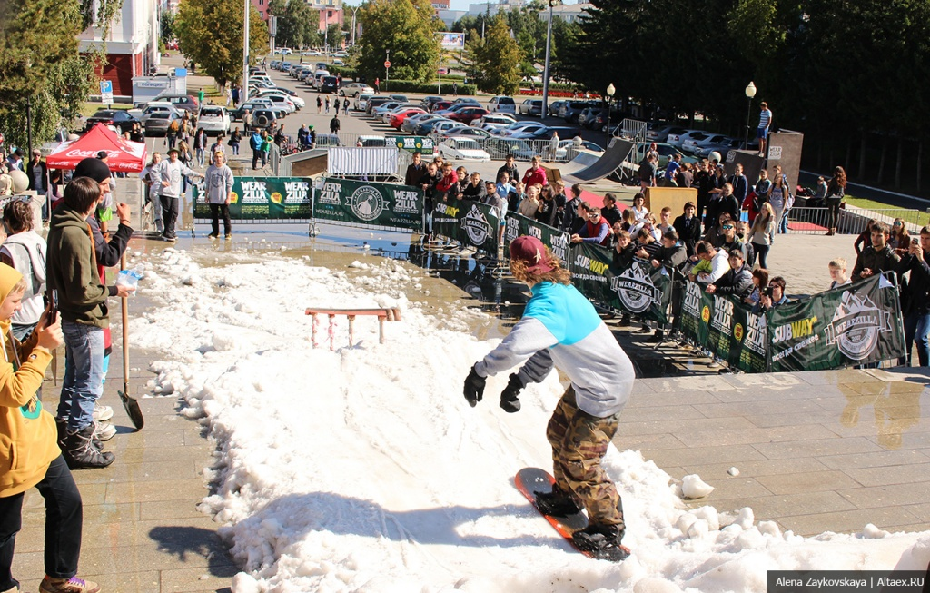 Wearzillafest: В Барнауле выпал снег и появилась тусовка сноубордистов