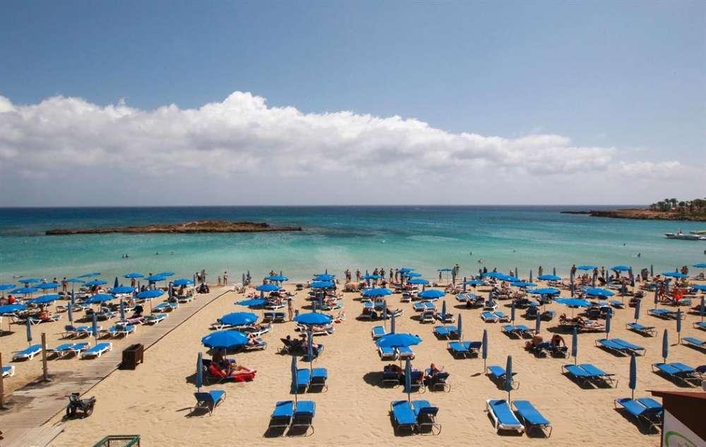 Европейский турпоток на Кипр упал, российские туристы по численности занимают второе место