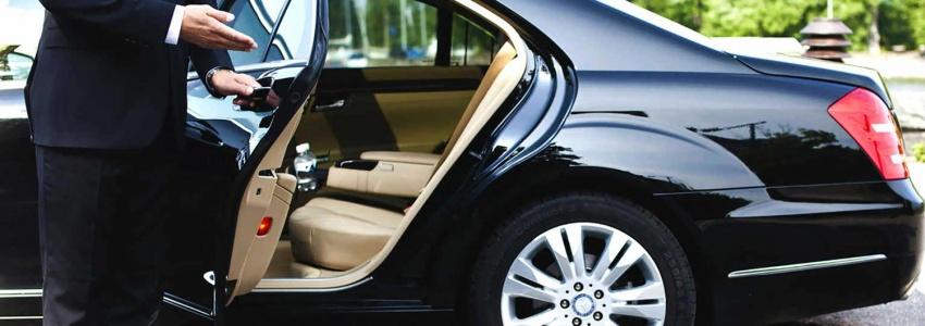 Аренда автомобилей с водителем в Санкт-Петербурге на выгодных условиях