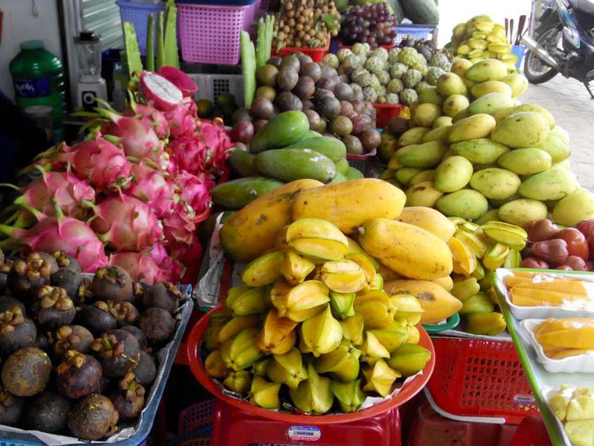 Для туристов ужесточат правила провоза фруктов и цветов через границу
