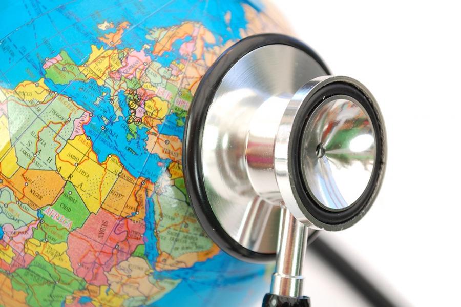 Страховщики подсчитали траты туристов на лечение за границей