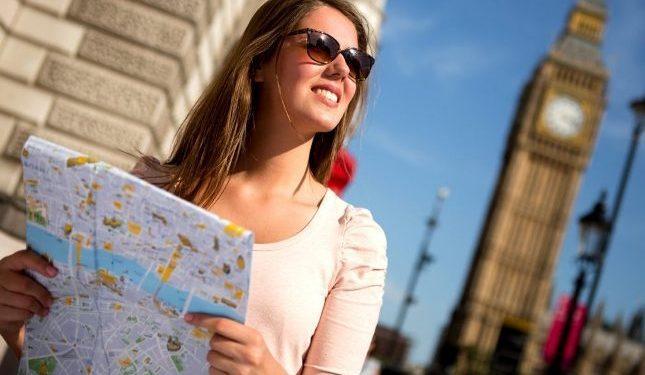 В помощь туристам: русско-английский разговорник