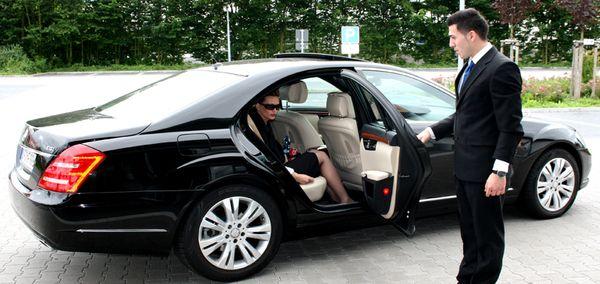 Как арендовать авто с водителем в Сочи
