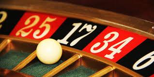 В казино Адмирал на реальные деньги играть может каждый, после чего их вывести