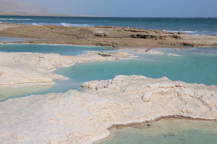 За 40 лет опустилось на 30 метров. Как мелеет Мертвое море
