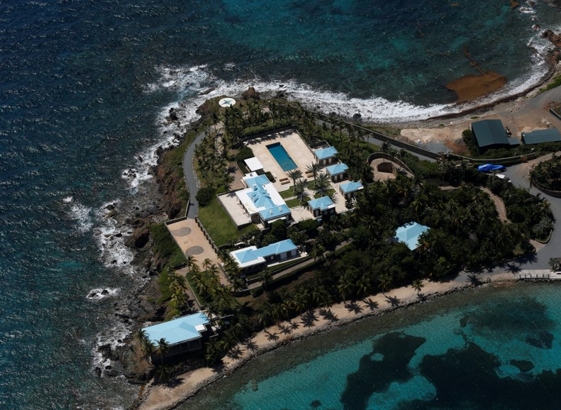 «Остров оргий и разврата» Джеффри Эпштейна становится туристической достопримечательностью