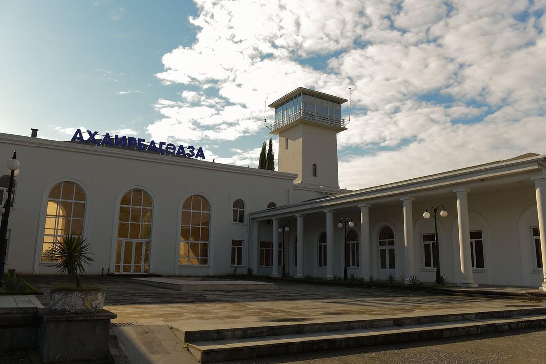 Абхазия начнет принимать российских туристов по воздуху: в Сухуме готовятся открыть аэропорт