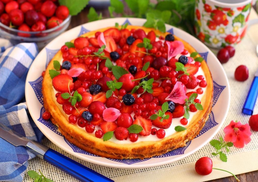 Творожная запеканка с ягодами в духовке