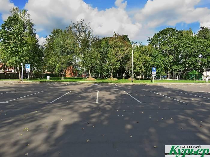 Огромная парковка на улице Покровской в Витебске оказалась невостребованной
