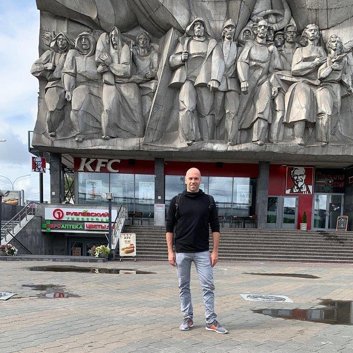 «Никто не улыбнется просто так». Блогер из США снял видео о Минске. Местами смешно, местами грустно