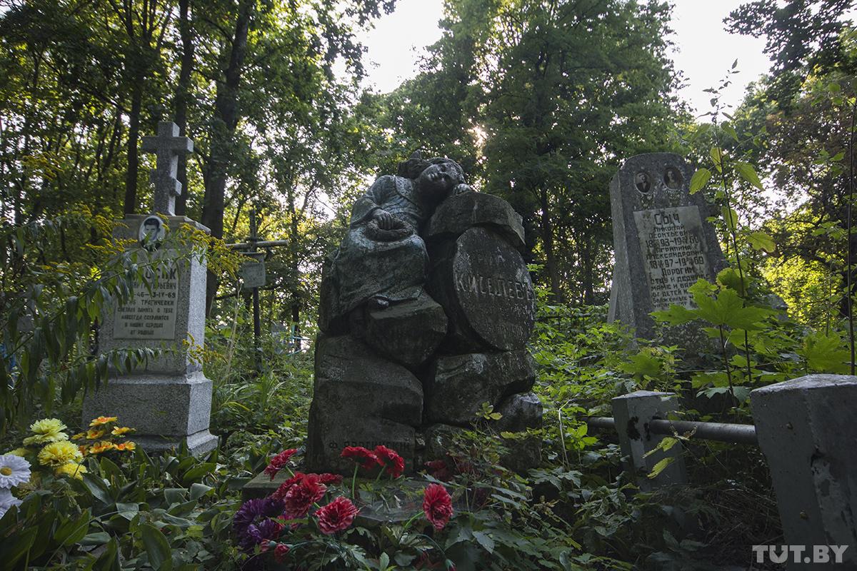 Пивной барон, вечный убийца, жена Карбышева и крест из гранат. Что мертвый Брест рассказывает о Бресте живом
