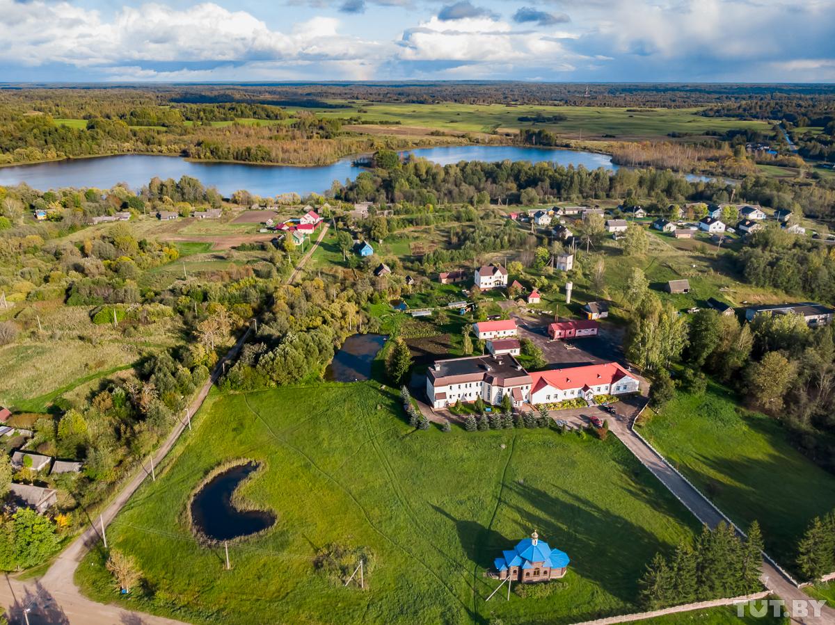 Я живу в Холомерье. Сельский врач построил деревенскую больничку - и она зарабатывает сотни тысяч долларов