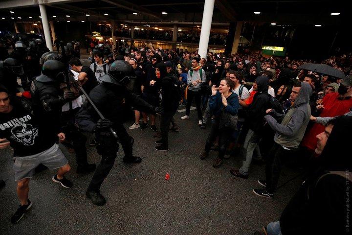 Белорусов просят быть осторожнее в Барселоне из-за акций протеста