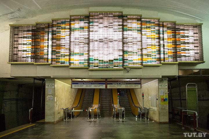 «Факелы революции» и «световые шторки». Как в метро возвращают родную подсветку станций