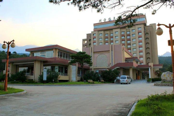 Ким Чен Ын приказал разрушить курорт, который построили для южнокорейских туристов