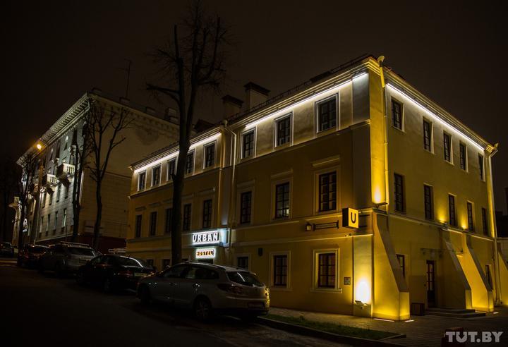 «Все инстаграмно». За домом у Троицкого открыли большой хостел, который занял все здание