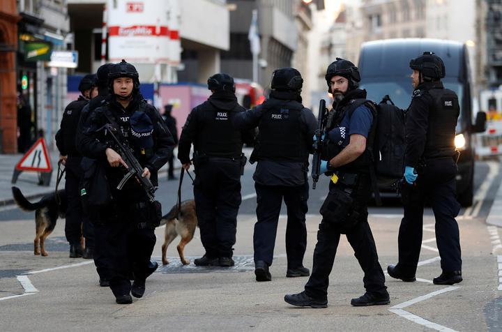 Новый теракт на Лондонском мосту. Полиция застрелила человека с ножом