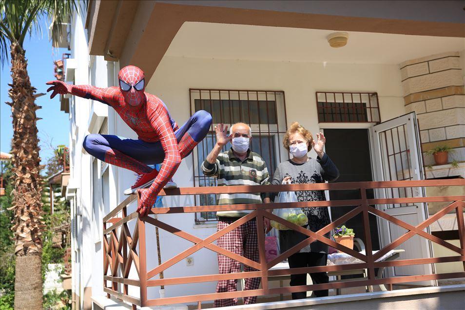 Человек-паук помогает Анталии бороться с коронавирусом