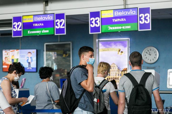 «Сейчас в Беларуси опасней, чем там». Пообщались с туристами, которые первыми улетели в Албанию
