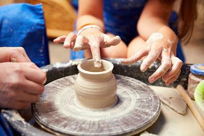 Cовременный гончарный круг в гончарном мастерстве