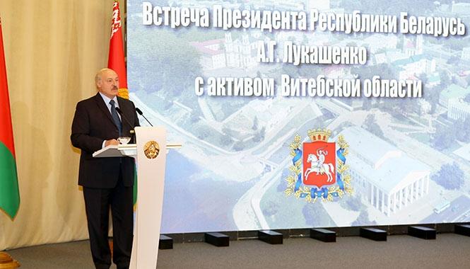 «Даже с вертолета видно, что в этом году вся республика другая». Лукашенко встретился с активом Витебщины