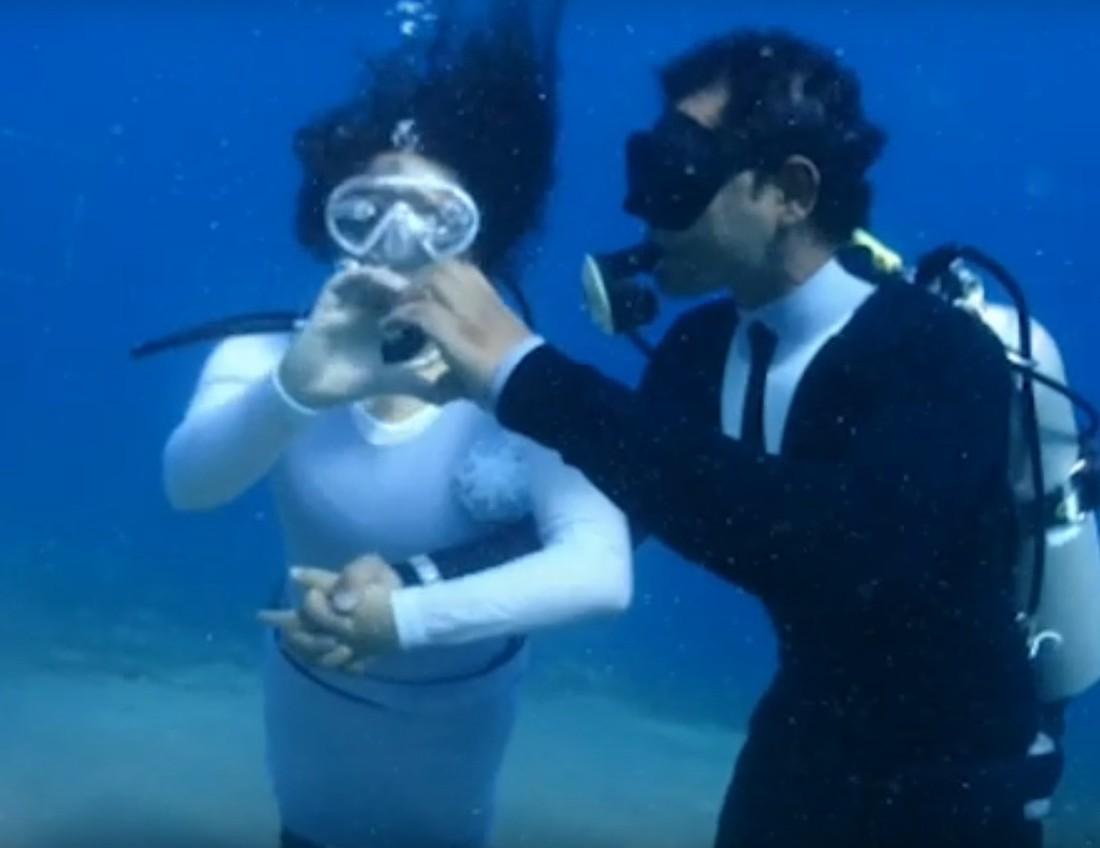 В Египте на дне Красного моря состоялась церемония помолвки