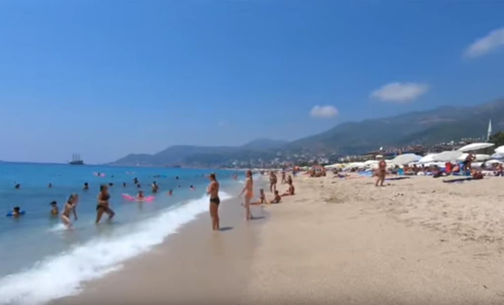 ☼ В Анталию вернулось лето: пляжи заполнены туристами, температура воды в море +26C°