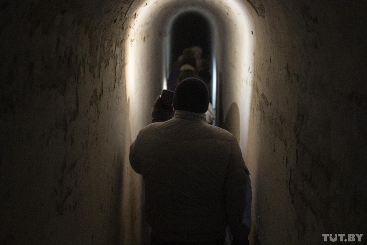 «Кто вас будет контролировать». Детский тренер проводит ночные туры по Брестской крепости и собирает аншлаги