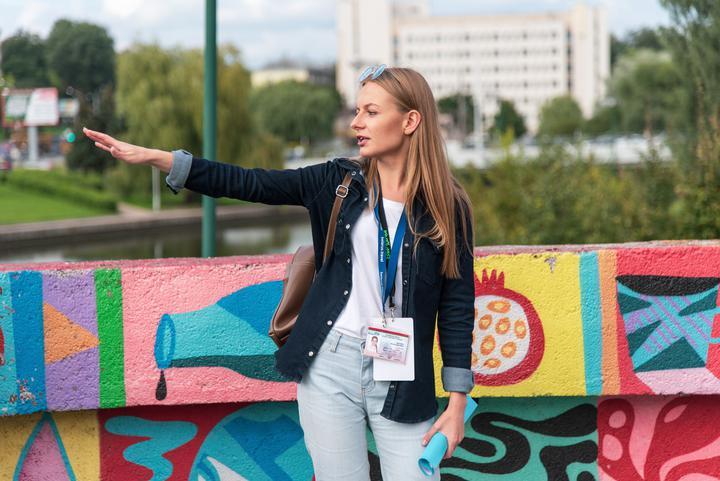 15 суток дали аттестованному гиду за экскурсию в центре Минска. Ее задержали вместе с группой