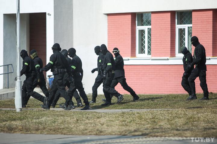 «Группу окружила милиция». В Новогрудке люди пришли на экскурсию - а попали в РОВД