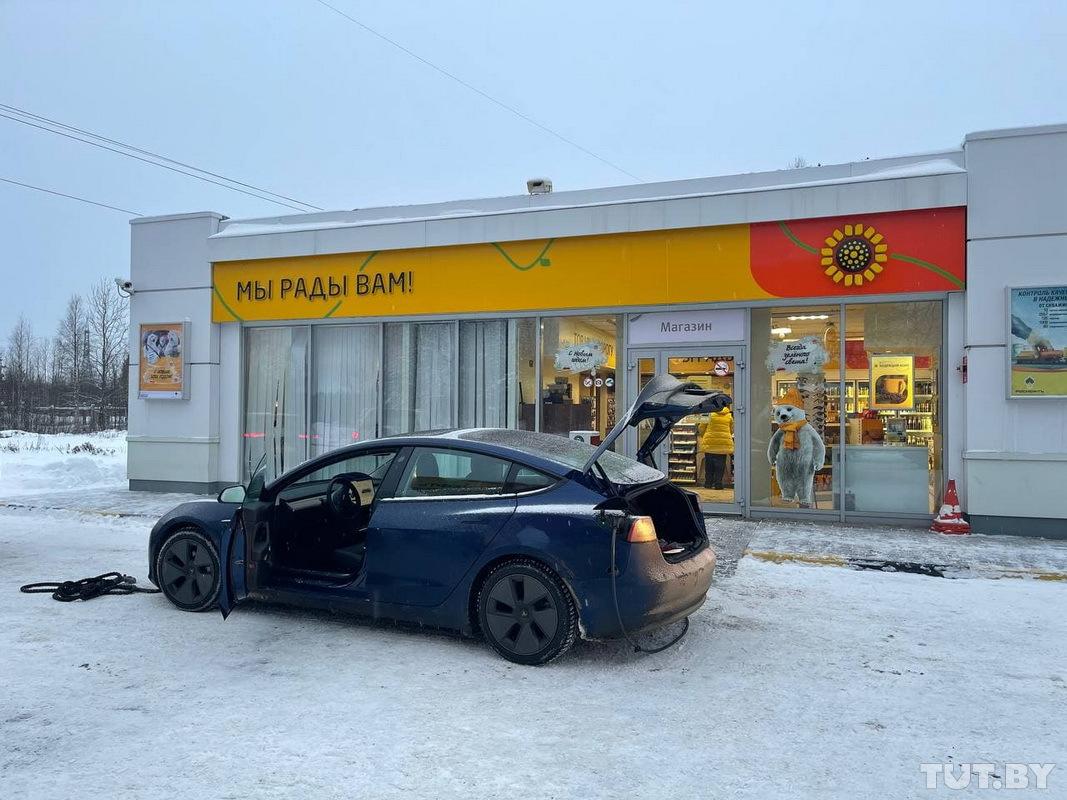 «В минус 30 отказала печка». Белорус отправился в Мурманск на Tesla