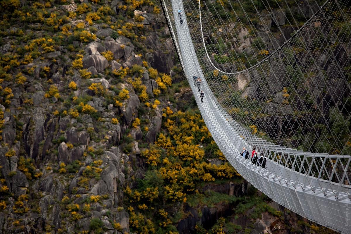 10 минут ужаса. В Португалии открыли самый длинный подвесной мост в мире