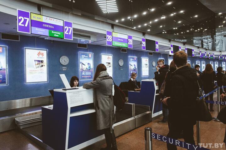 «Спросили, связана ли работа с политикой». Как белорусы сейчас проходят украинскую границу