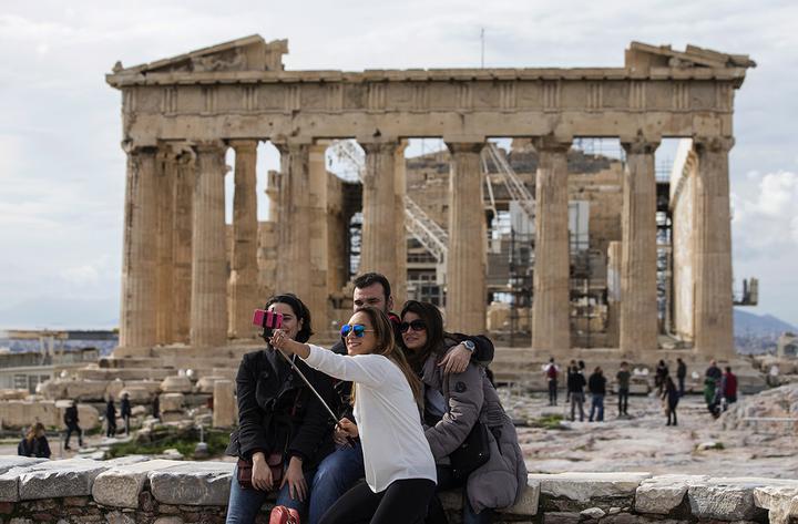 Греция отменила ограничения на въезд туристов из Беларуси. Но условия все же есть
