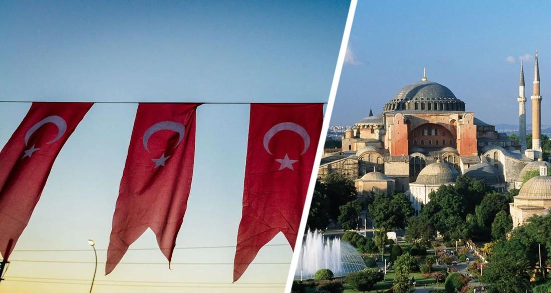 В Турции туристка разорвала турецкий флаг на глазах у разъяренной толпы